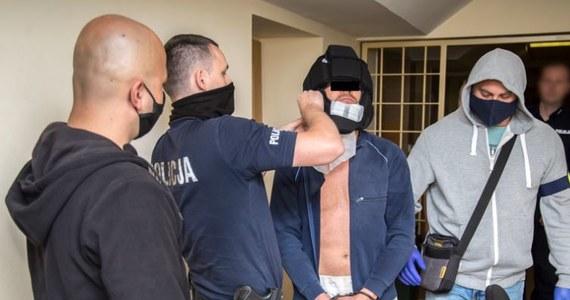 Kara do 15 lat więzienia grozi 35-letniemu Erykowi G., podejrzanemu o zaatakowanie turystki na Nowym Świecie w Warszawie w lipcu bieżącego roku. Prokuratura zdecydowała się na zmianę kwalifikacji czynu. Jak ustalili śledczy, mężczyzna był pod wpływem środków odurzających.