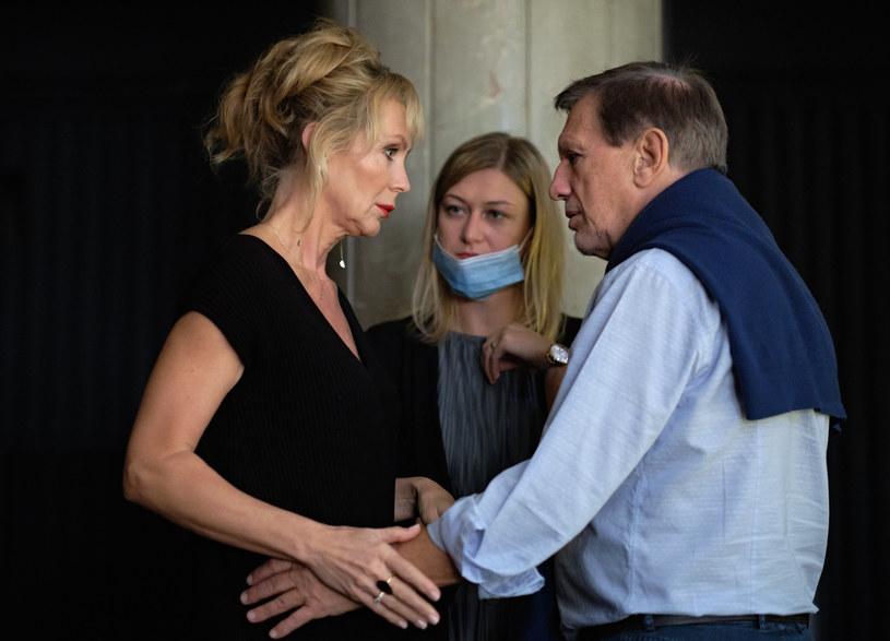 """""""'Oszuści' to nie jest grubą kreską rysowany skecz rozbudowany do dwóch aktów, ale dobrze skrojony dramat"""" - powiedział w poniedziałek PAP Jan Englert, reżyser nowego przedstawienia w stołecznym Och-Teatrze. Premiera """"Oszustów"""" zaplanowana jest na 25 września."""