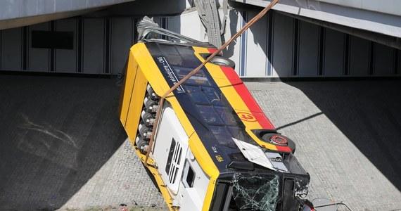 Sąd Okręgowy w Warszawie nie przedłużył tymczasowego aresztu dla kierowcy autobusu, który pod koniec czerwca spowodował wypadek na trasie S8. Prokuratura poinformowała, że złoży zażalenie na tę decyzję.