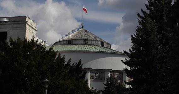 We wtorek publikowano harmonogram ruszającego jutro, pierwszego po wakacjach posiedzenia przy Wiejskiej - na liście jest ostatni flagowy projekt Prawa i Sprawiedliwości.