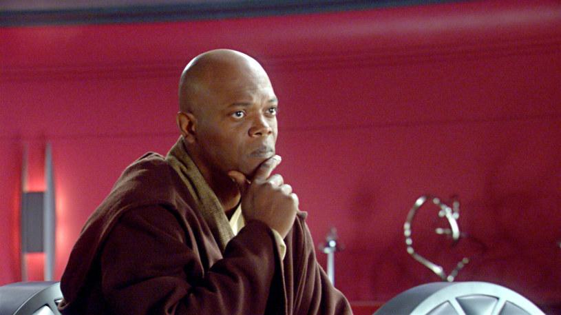 """Po sukcesie serialu Disney+ """"The Mandalorian"""" umiejscowionego w uniwersum """"Gwiezdnych wojen"""", kolejne telewizyjne produkcje """"gwiezdnowojenne"""" powstają jak grzyby po deszczu. Do seriali, których bohaterami będą Cassian Andor oraz Obi-Wan Kenobi, być może dojdzie też produkcja, której bohaterem będzie młody Mace Windu, czyli postać, w którą w filmach z serii """"Gwiezdne wojny"""" wcielił się Samuel L. Jackson."""