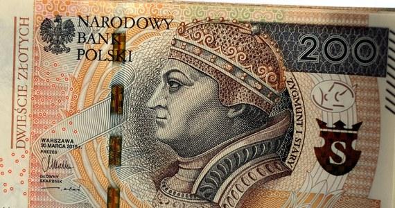 Ożywienie gospodarcze w kolejnych miesiącach powinno być kontynuowane - oceniła Rada Polityki Pieniężnej. Jak dodano, Narodowy Bank Polski będzie nadal skupował gwarantowane przez państwo papiery wartościowe. Stopy procentowe pozostają bez zmian.