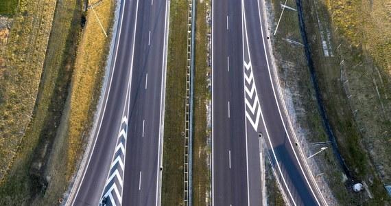 Kierowcy zapłacą więcej za przejazd autostradą A4 na odcinku Kraków - Katowice. Podwyżki obejmą pojazdy z kategorii pierwszej, czyli przede wszystkim samochody osobowe. Podróże będą kosztowały więcej, ale nie we wszystkich przypadkach.