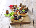 Minipizze z grzybami