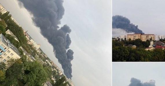 Potężny pożar składowiska odpadów w Sosnowcu w nocy z środy na czwartek został opanowany. Strażacy jednak podkreślają, że - na wszelki wypadek - na razie zostają na miejscu. Ogień pojawił się wczoraj około godz. 17 na terenie firmy, która zajmuje się m.in. recyklingiem samochodów. Nad miastem unosiły się kłęby czarnego dymu. Śledztwo w sprawie pożaru przejęła Prokuratura Okręgowa w Katowicach.