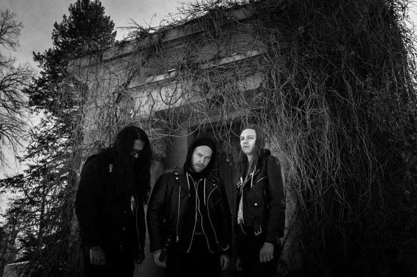 Deathmetalowe trio Of Feather And Bone z USA przygotowało trzecią płytę.