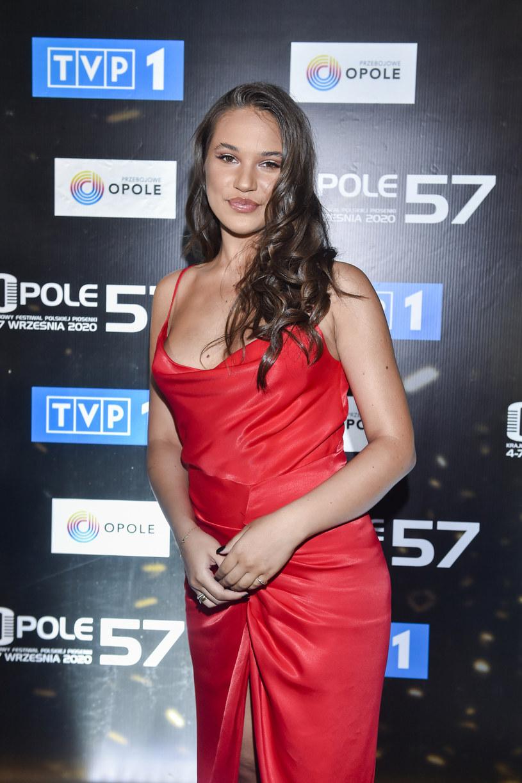 Młoda wokalistka, Alicja Szemplińska w tym roku zdawała maturę. Jak się okazało, przyszłość wiąże nie tylko z muzyką.
