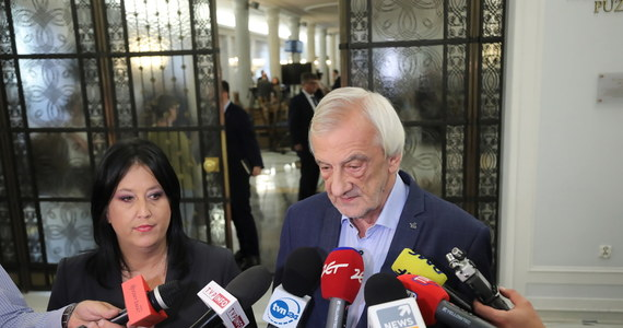 Posłowie PiS, którzy głosowali przeciwko noweli dot. ochrony zwierząt, zostaną zawieszeni w prawach członka partii. Będzie to połączone z utratą stanowisk w Sejmie i w okręgach - zapowiedział szef klubu PiS Ryszard Terlecki.