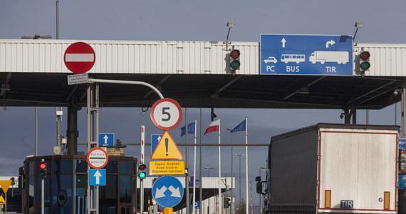 Na granicy polsko-białoruskiej bez zmian. Wczoraj prezydent Białorusi Łukaszenka zapowiedział zamknięcie granic z Polską i Litwą, jednak jak zapewniają pogranicznicy – odprawy odbywają się jak zwykle.