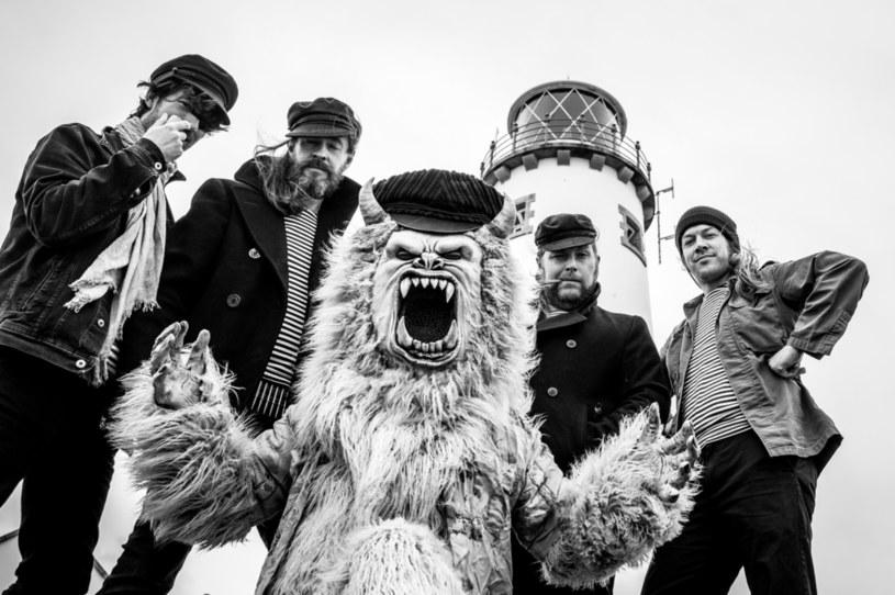 Zespół Gama Bomb z Irlandii wypuści jeszcze w tym roku siódmy album.