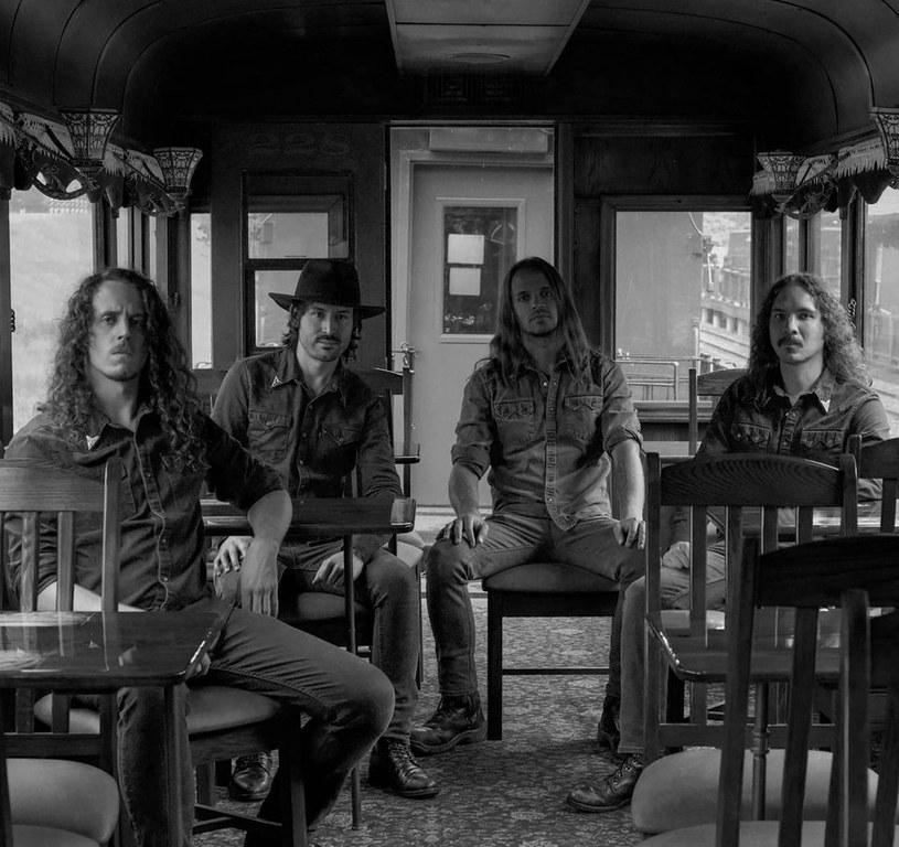 Dużymi krokami zbliża się premiera czwartej płyty amerykańska formacja Wayfarer.