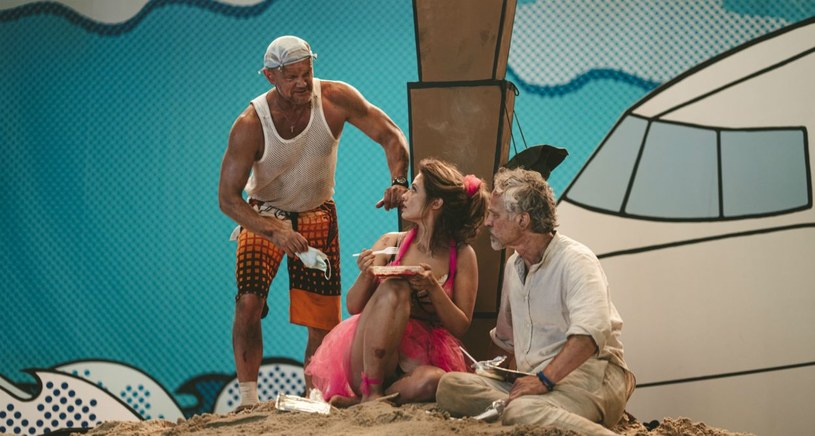 """21 września w Teatrze Telewizji pokazana zostanie premiera """"Trójkąta bermudzkiego"""" Marka Kochana w reżyserii Bodo Koksa. """"Ta sztuka jest o tym, jak trudno się porozumieć, nawet gdy jest się w tak pięknym miejscu, jak tropikalna wyspa"""" - powiedział PAP autor."""