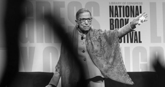 Śmierć sędzi Sądu Najwyższego Ruth Bader Ginsburg na 51 dni przed wyborami prezydenckimi wznieciła polityczny spór na temat jej następcy. Demokraci są za tym, by zgodnie ze zwyczajem nominacji dokonał przyszły prezydent. Republikanie chcą, by nastąpiło to przed wyborami.