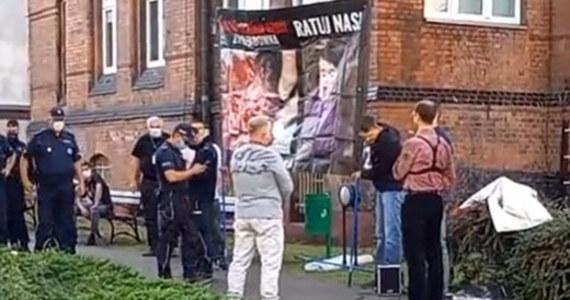 Po sobotnim proteście przeciwko aborcji, który odbywał się przed poznańską kliniką ginekologiczno-położniczą zatrzymana została działaczka Partii Razem. Cztery inne osoby odpowiedzą za naruszenie miru.