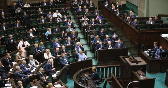 """""""W nadchodzącym tygodniu porozmawiam z posłami Koalicji Obywatelskiej, którzy podczas głosowania nad nowelą ustawy o ochronie zwierząt, głosowali przeciw jej przyjęciu, mimo dyscypliny w klubie"""" - powiedziała rzecznik dyscypliny i etyki klubu KO Izabela Mrzygłocka."""