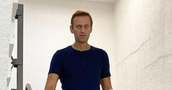 Rosyjski chemik Wił Mirzajanow, który pracował przy produkcji środków bojowych typu nowiczok przeprosił Aleksieja Nawalnego za swój udział w tworzeniu substancji, którą otruto opozycjonistę. Mirzajanow ocenił, że powrót do zdrowia zajmie Nawalnemu około roku.