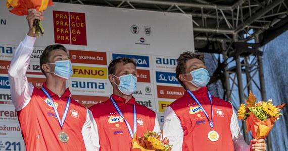 Grzegorz Hedwig, Kacper Sztuba i Szymon Zawadzki wywalczyli w drużynowym C1 brązowy medal mistrzostw Europy w kajakarstwie górskim! Zwyciężyli Słoweńcy, ze srebra cieszą się Irlandczycy.