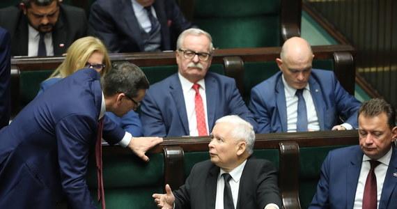 Polską politykę zdominują w nadchodzącym tygodniu kolejne salwy w wewnętrznej wojnie między koalicjantami ze Zjednoczonej Prawicy. Ważą się losy dwóch ministrów: sprawiedliwości i rolnictwa, najbliższe dni powinny również przynieść odpowiedź na pytanie, co dalej z rządem Prawa i Sprawiedliwości i czy czekają nas przyspieszone wybory.