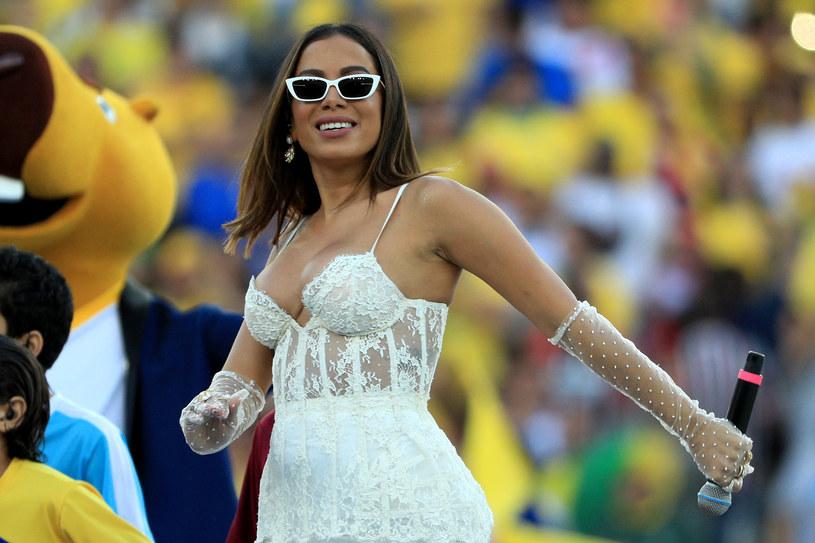 """Brazylijska gwiazda popu Anitta do najnowszego singla """"Me Gusta"""" zaprosiła raperkę Cardi B i pochodzącego z Portoryko Myke'a Towersa."""