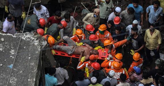 Co najmniej 10 osób zginęło w wyniku zawalenia się trzypiętrowego budynku mieszkalnego w mieście Bhiwandi, w Indiach. Służby podejrzewają, że pod gruzami nadal uwięzionych jest około 25 rodzin.