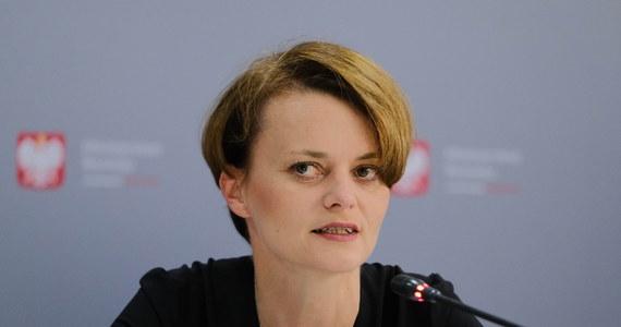 W głosowaniu nad nowelą ustawy o ochronie zwierząt nie było dyscypliny w Porozumieniu, dlatego nie będzie konsekwencji dla wicepremier Jadwigi Emilewicz, która głosowała inaczej niż większość posłów ugrupowania - poinformowała rzeczniczka Porozumienia Magdalena Sroka.