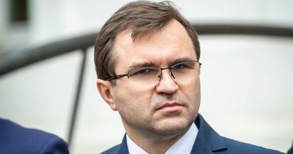 """""""Na razie trwa separacja"""" - odniósł się Zbigniew Girzyński na antenie RMF FM, odpowiadając na pytanie Marcina Zaborskiego, czy PiS  bierze już rozwód w koalicji - z Solidarną Polska i Porozumieniem. """"Separacja ma to do siebie, że po niej można spokojnie wrócić do stanu sprzed, jak i również pokojowo się rozejść"""" - dodał polityk."""