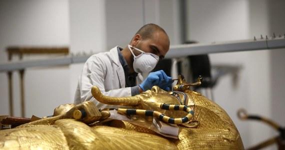 Archeolodzy odkryli w Egipcie 27 drewnianych sarkofagów pochodzących sprzed 2,5 tys. lat. Wydobyto je na terenie starożytnej nekropolii w Sakkarze, gdzie znajduje się również piramida Dżesera - prawdopodobnie najstarsza w Egipcie.