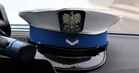 """Policjanci z północnopraskiej grupy """"Skorpion"""" zatrzymali 41-latka, który zarejestrował samochód, który w rzeczywistości nie istniał. Zrobił to, żeby zgłosić jego kradzież i wyłudzić odszkodowanie - przekazała PAP Irmina Sulich z komendy Warszawa VI."""