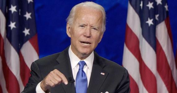 Kandydat Partii Demokratycznej na prezydenta Joe Biden oskarżył ubiegającego się o reelekcję prezydenta Donalda Trumpa o panikę w obliczu epidemii koronawirusa. Podczas wizyty w odlewni aluminium w Wisconsin Biden przedstawiał się jako osoba znająca problemy robotników.