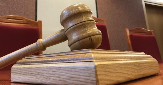 Rzecznik Praw Obywatelskich Adam Bodnar podjął - z własnej inicjatywy sprawę - czternastolatki zgwałconej przez 26-letniego krewnego. W pierwszej instancji 26-latek został skazany na trzy lata więzienia, sąd apelacyjny orzekł jednak karę wolnościową, uznając, że doszło do aktu pedofilii, nie gwałtu.