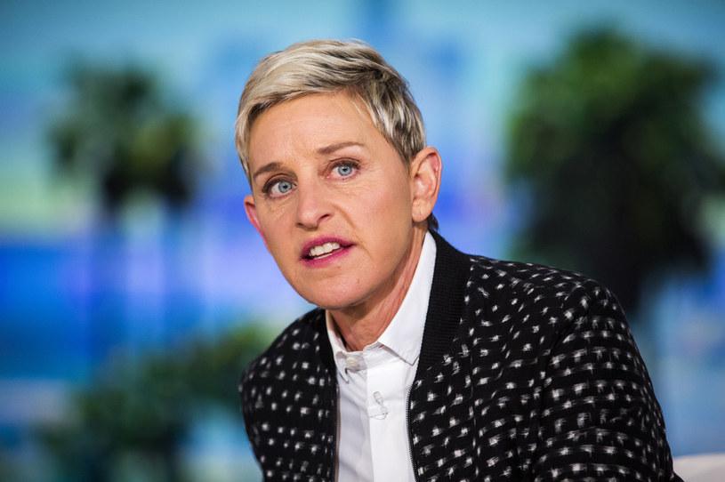 """Ellen DeGeneres od lat prowadzi swój program pod nazwą """"The Ellen DeGeneres Show"""". Na przełomie lat w talk-show gościło wiele znanych osobistości, a wywiady przeprowadzane przez Ellen były szeroko komentowane. W marcu zeszłego roku pojawiły się informacje o mobbingu na planie popularnego programu telewizyjnego, za który miała odpowiadać sama prowadząca. Natomiast kilka dni temu ujawniono, że talk show po prawie 20 latach ma zniknąć z anteny. Ellen DeGeneres zdradziła fanom powody tej decyzji."""