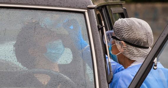 Ministerstwo Zdrowia opublikowało najnowsze dane dotyczące epidemii koronawirusa w Polsce. Wynika z nich, że w ciągu ostatnie doby testy wykazały obecność wirusa u 711 osób. Niestety aż 18 osób zmarło w wyniku Covid-19. W sumie w Polsce koronawirusem zaraziło się 80 699 osób. Zmarło 2 316.