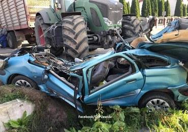 Dramatyczny wypadek w Żabowie. Ciągnik najechał na osobówkę
