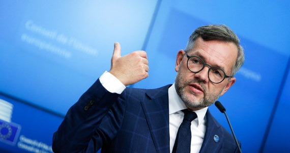 """""""Nie zostały spełnione warunki, aby zakończyć procedurę artykułu 7. Traktatu Unii Europejskiej wobec Polski i Węgier. Procedura będzie więc kontynuowana"""" – tak powiedział w Brukseli po spotkaniu ministrów do spraw europejskich Michael Roth, przedstawiciel rządu Niemiec, które przewodniczą pracom w Unii w tym półroczu."""