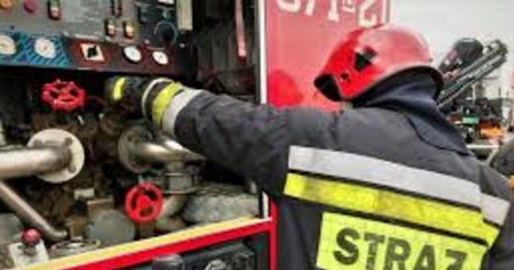 13 zastępów straży walczyło z pożarem pieca w hucie aluminium w Koninie. Nie ma osób poszkodowanych.