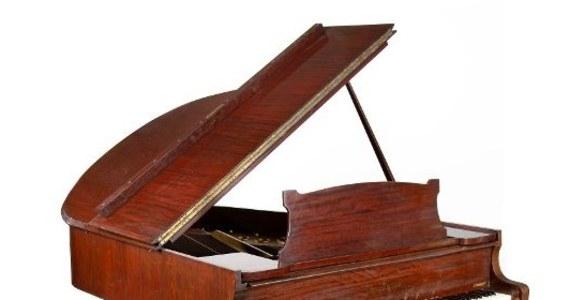 Za prawie 1,3 mln złotych sprzedano na aukcji w Warszawie fortepian Steinway, który należał do jednego z najwybitniejszych polskich pianistów – Władysława Szpilmana. Jak informuje DESA Unicum, to  najdrożej wylicytowany instrument muzyczny na aukcji w naszym kraju.