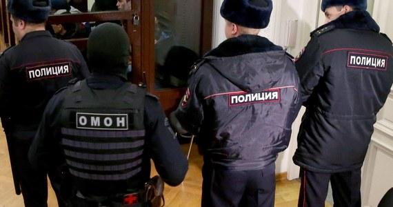 Kolejne brutalne zabójstwo w Petersburgu. Na początku roku w rzece odnaleziono poćwiartowane ciało transkobiety. Funkcjonariusze zatrzymali teraz mężczyznę, z którym widziała się po raz ostatni - to człowiek o kryminalnej przeszłości.