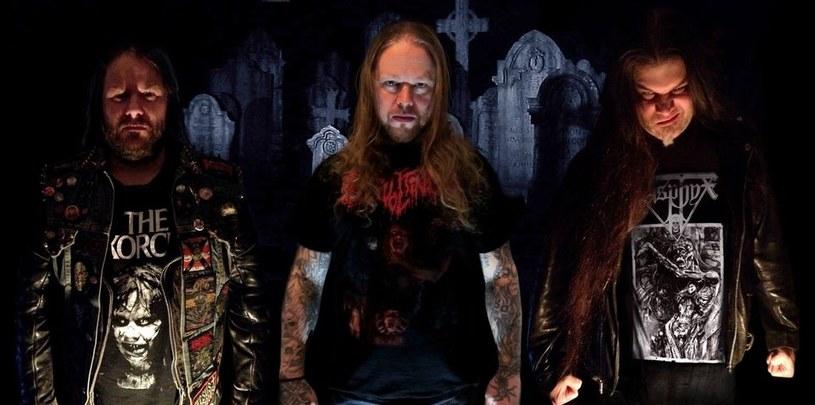 """""""The Shadow At The World's End"""" - tak brzmieć będze tytuł siódmego albumu szwedzkiej formacji Revolting."""