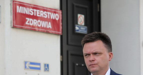 """""""Chciałbym zaapelować do polskiego rządu, żeby jak najszybciej doprowadził do tego, byśmy w polskich aptekach mieli wystarczającą ilość szczepionek dla tych, którzy chcą zaszczepić się na grypę sezonową. To jest rzecz, która naprawdę może uratować ludziom życie"""" – stwierdził lider Stowarzyszenia Polska 2050 Szymon Hołownia. Według niego, mamy do czynienia z sytuacją, w której ludzie chcący zaszczepić się na grypę odchodzą z aptek z kwitkiem. """"To paranoja, na którą państwo nie może sobie pozwolić"""" - ocenił."""