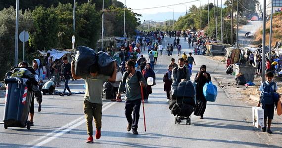 Komisja Europejska rezygnuje z forsowanej od 2015 roku obowiązkowej relokacji imigrantów. Nie rezygnuje jednak z obowiązkowej solidarności w razie kryzysu migracyjnego. Bruksela przedstawiła nową propozycję legislacyjną w sprawie migracji i azylu. Muszą ją jeszcze zaakceptować państwa członkowskie i Parlament Europejski.