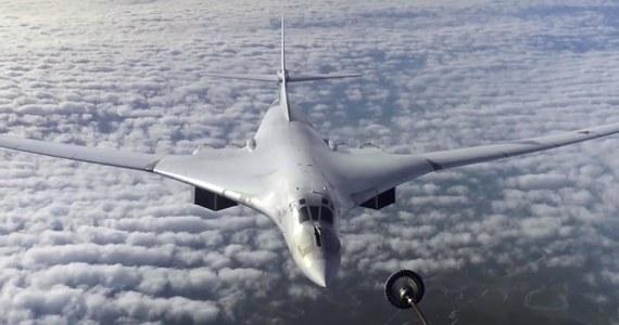 40 kilometrów od naszego kraju przeleciały rosyjskie bombowce strategiczne Tu-160, których kurs wiódł wzdłuż polskiej granicy z Białorusią - dowiedział się w Ministerstwie Obrony Narodowej reporter RMF FM. Przelot był elementem białorusko-rosyjskich manewrów Słowiańskie Braterstwo 2020.