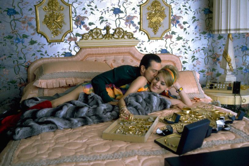 """Sharon Stone przyznała, że partnerem z planu, z którym całowało się jej najlepiej, był Robert De Niro. Z tą legendą kina spotkała się podczas pracy nad filmem """"Kasyno""""."""