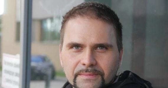 """""""Myślę, że to może być bardzo ważny moment, ale myślę, że też powinniśmy poczekać na wyniki badań klinicznych"""" - tak w rozmowie z RMF FM prof. Krzysztof Pyrć komentuje doniesienia o zakończeniu pierwszego etapu produkcji polskiego leku na Covid-19. Biomed Lublin deklaruje, że jeśli wszystko pójdzie zgodnie z planem, Polska już za parę miesięcy będzie pierwszym krajem na świecie, posiadającym skuteczny lek """"neutralizujący wirusa""""."""