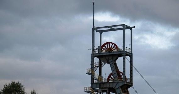 Wieczorem przedstawiciele Międzyzwiązkowego Komitetu Protestacyjno-Strajkowego (MKPS) wznowili przerwane kilka godzin wcześniej rozmowy z delegacją rządową o przyszłości górnictwa i energetyki. Na efekty rozmów czeka kilkuset protestujących pod ziemią górników.