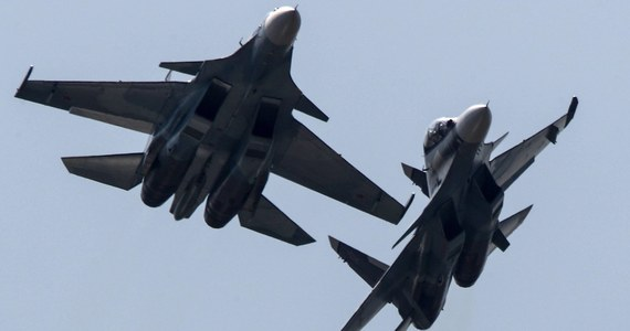 Rosyjski myśliwiec Su-30, który we wtorek rozbił się w rejonie Tweru, według wstępnych ustaleń został przypadkowo zestrzelony podczas ćwiczeń przez inną maszynę - podała agencja TASS, powołując się na źródło w służbach ratunkowych.