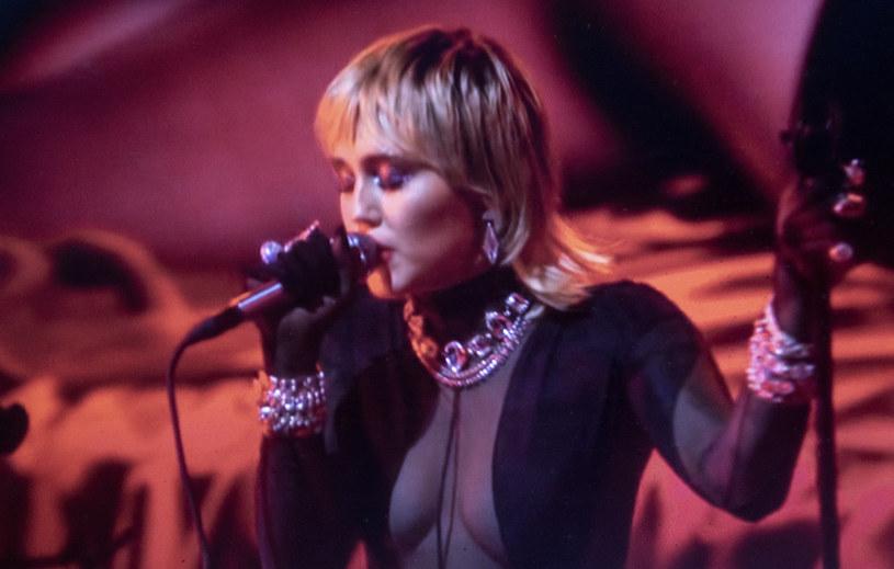 Piosenkarka podzieliła się ze swoimi fanami smutną wiadomością. Po trwającej prawie rok walce z nowotworem odeszła jej ukochana suczka Mary Jane. Przy boku artystki była ponad 10 lat.