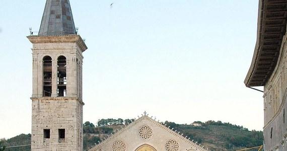 """Z katedry w Spoleto w środkowych Włoszech skradziono relikwię krwi świętego Jana Pawła II - podał w dziennik """"Il Messaggero"""". Fakt dokonania kradzieży wykrył zakrystian w środę wieczorem w chwili, gdy zamykał świątynię. Trwają poszukiwania relikwii."""