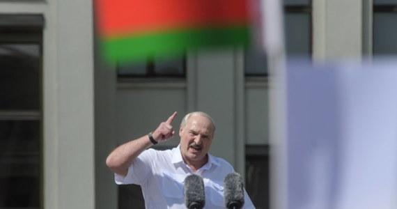 Kanada dołączyła w czwartek do krajów, które uznały zaprzysiężenie Alaksandra Łukaszenki na prezydenta Białorusi za pozbawione podstaw prawnych, a kanadyjski MSZ wydał oświadczenie w tej sprawie.
