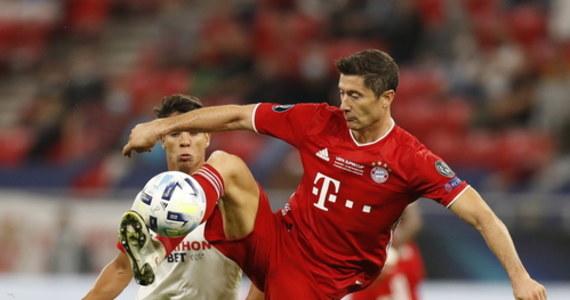 """""""Zdaję sobie sprawę, że nie zawsze muszę strzelać bramki. Drużyna potrzebuje ode mnie też innych rzeczy"""" - podkreślał Robert Lewandowski po zwycięstwie Bayernu Monachium w meczu o Superpuchar UEFA: Bawarczycy pokonali Sevillę po dogrywce 2:1. Lewandowski, który asystował przy jednym z goli, przyznał, że fizycznie zespół nie wyglądał tak jak w sezonie, ale też zaznaczył: """"Wybiegaliśmy to zwycięstwo. Kolejny puchar jest nasz!""""."""