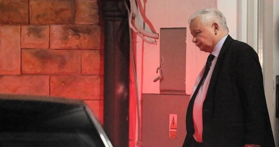 Wchodzący do rządu w randze wicepremiera prezes PiS ma kierować Komitetem Spraw Wewnętrznych, Sprawiedliwości i Obrony Narodowej. Praktycznie Jarosław Kaczyński ma obok premiera nadzorować pracę kilku, ale właściwie jednego resortu. Znowu sięgnięto po rozwiązanie problemu metodą nieznaną w innych systemach sprawowania władzy.